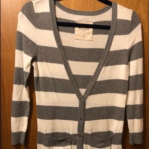 HOLLISTER CARDIGAN SWEATER SIZE SMALL